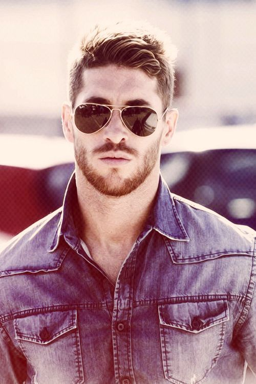 34cd4d5a91085 You can never go wrong with   Good looking men   Pinterest   Ray ban ...
