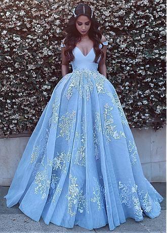 pingl par lindsey adams sur princesse queen pinterest robe robe chic et robe de bal. Black Bedroom Furniture Sets. Home Design Ideas