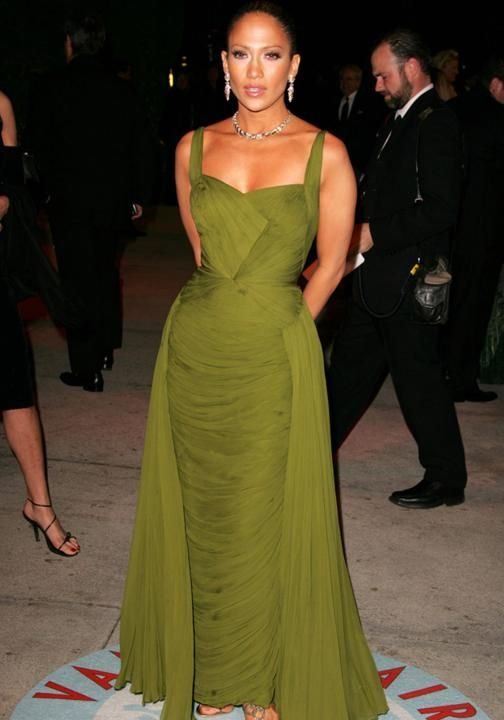 Iconic red carpet gowns Jennifer Lopez Oscars 2006 | The most iconic red carpet dresses of all time - Yahoo Lifestyle UK