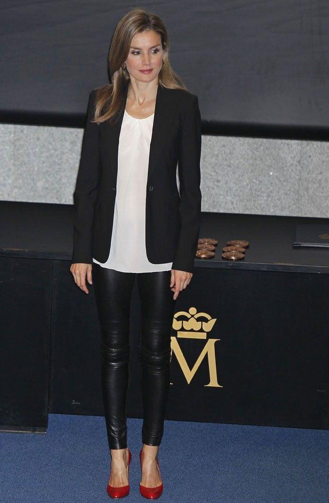 Letizia Ortiz cumple 42 años  sus 42 mejores looks como Princesa de ... b1a049a5f72