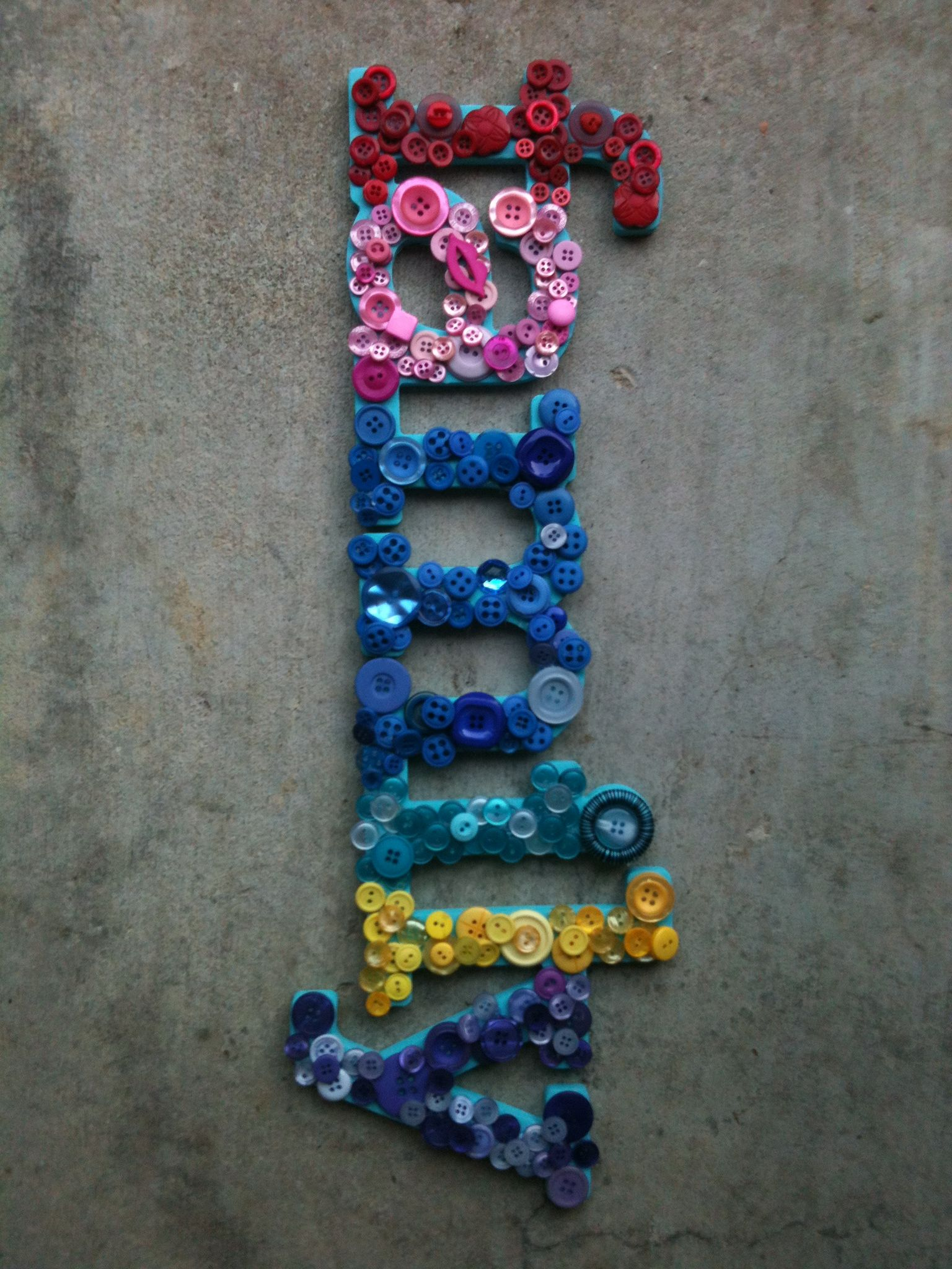 Button Craft On A Cardboard Sign Easy And Fun Button Crafts For Kids Button Crafts Diy Crafts For Adults