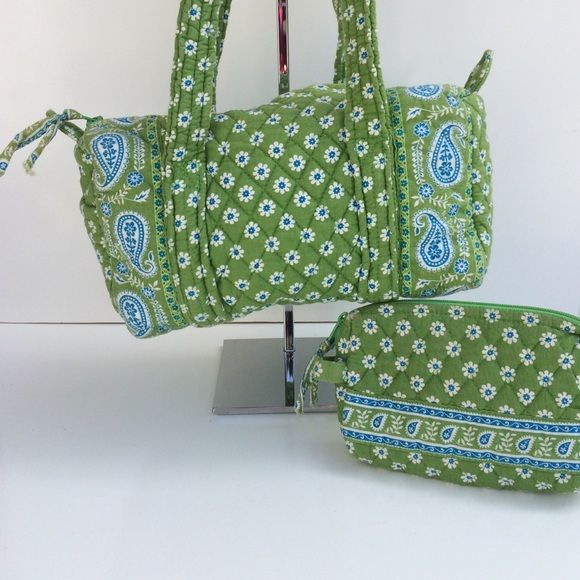 "Vera Bradley Daisy Paisley Handbag & Cosmetic Bag Apple greens color. All pieces are pre-owned do have some wear and tire. Please review all images details. • Handbag is 11"" x 5"" x 6""H • Cosmetic bag is 9"" x 5"" Vera Bradley Bags Shoulder Bags"