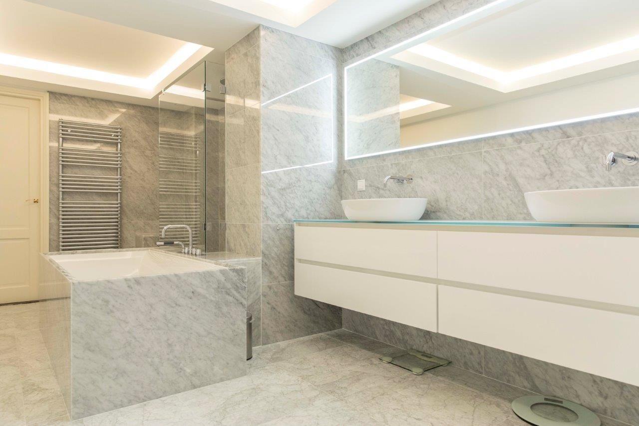 Carrara marmer badkamer door vdberg.be de badkamer renovatie ...