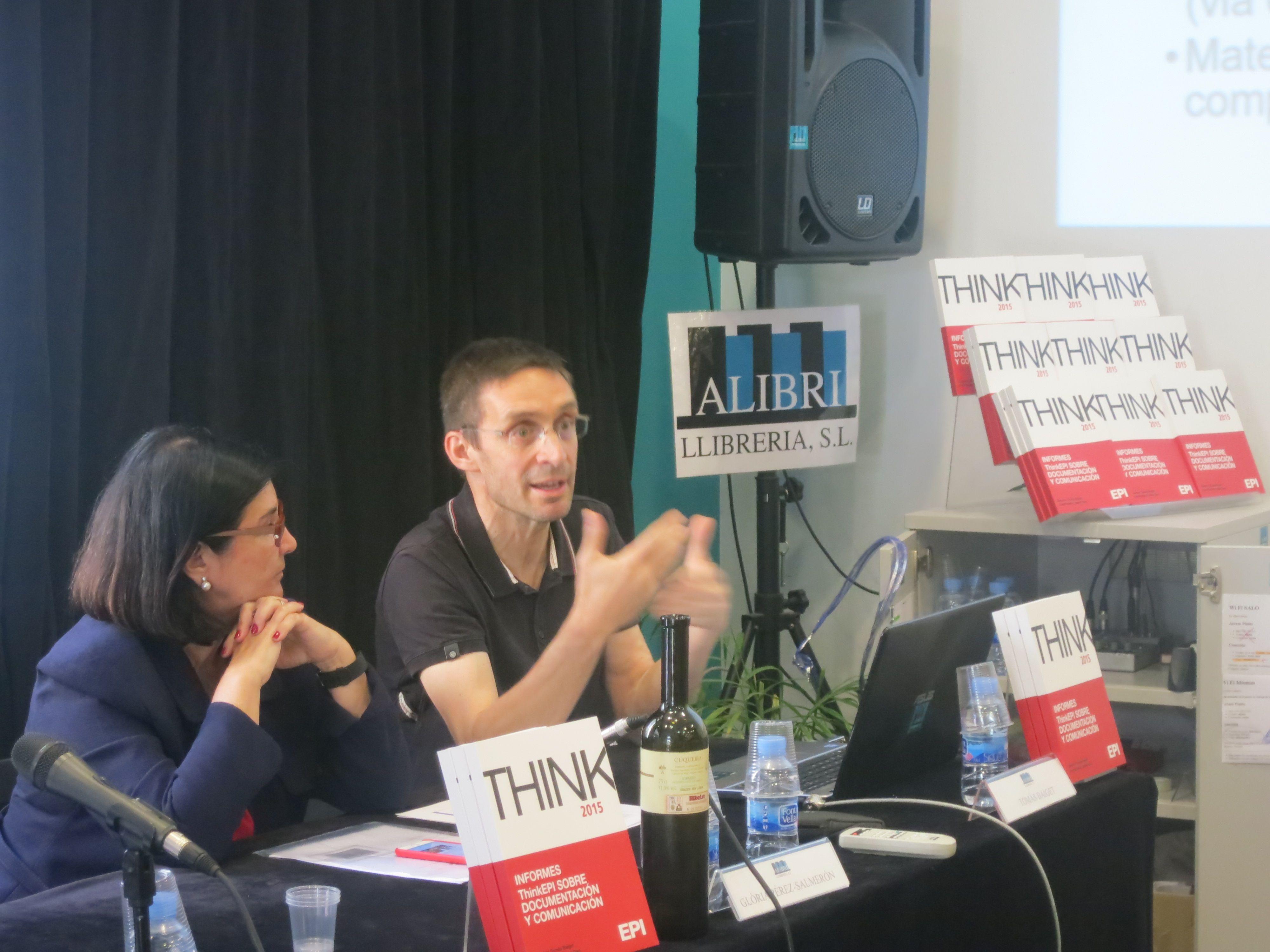 Presentación de los Informes ThinkEPI sobre Documentación y Comunicación en la en la librería Alibri (Barcelona).