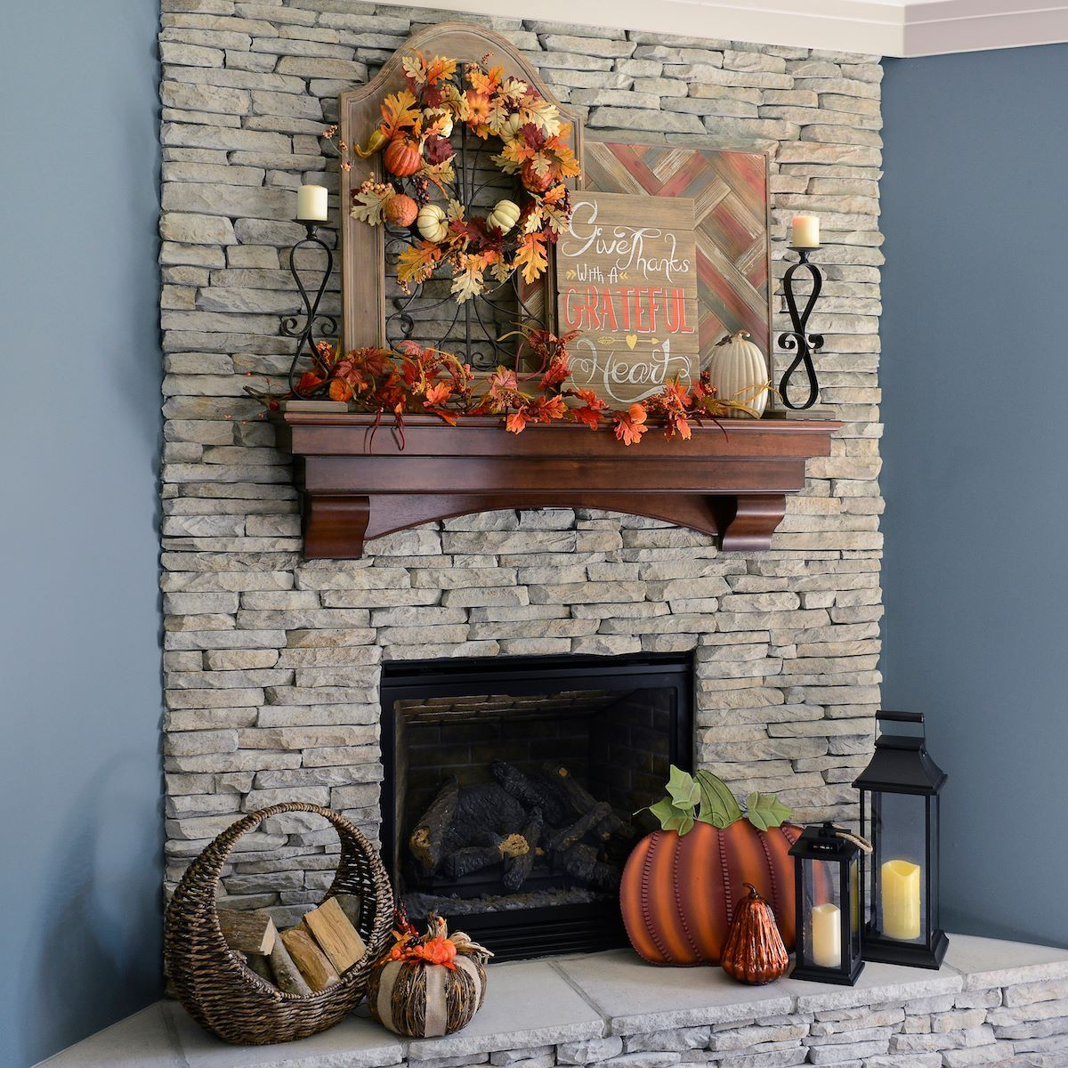 Fall Fireplace Mantel Decorating Ideas: Fall Mantel Decor Idea - Pumpkins And Fall Leaves.