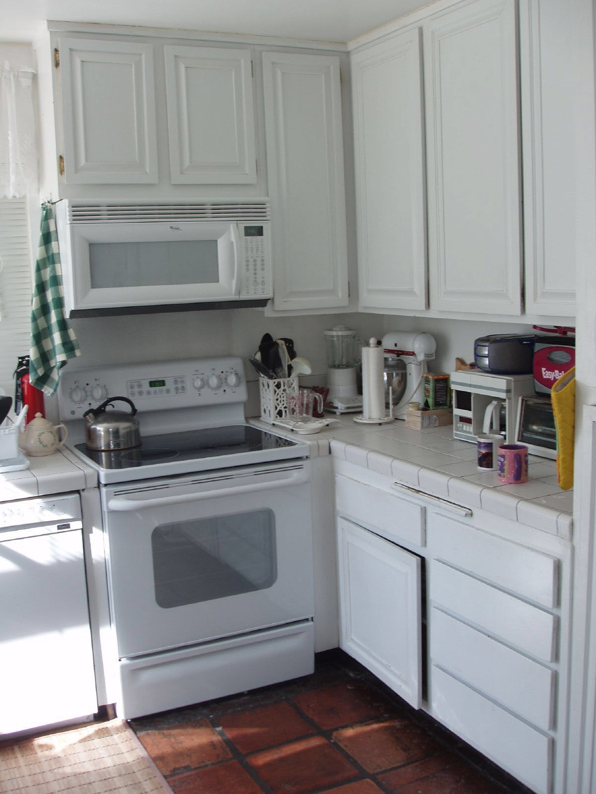 muebles hasta el techo en cocina pequeña | cuines | Pinterest ...
