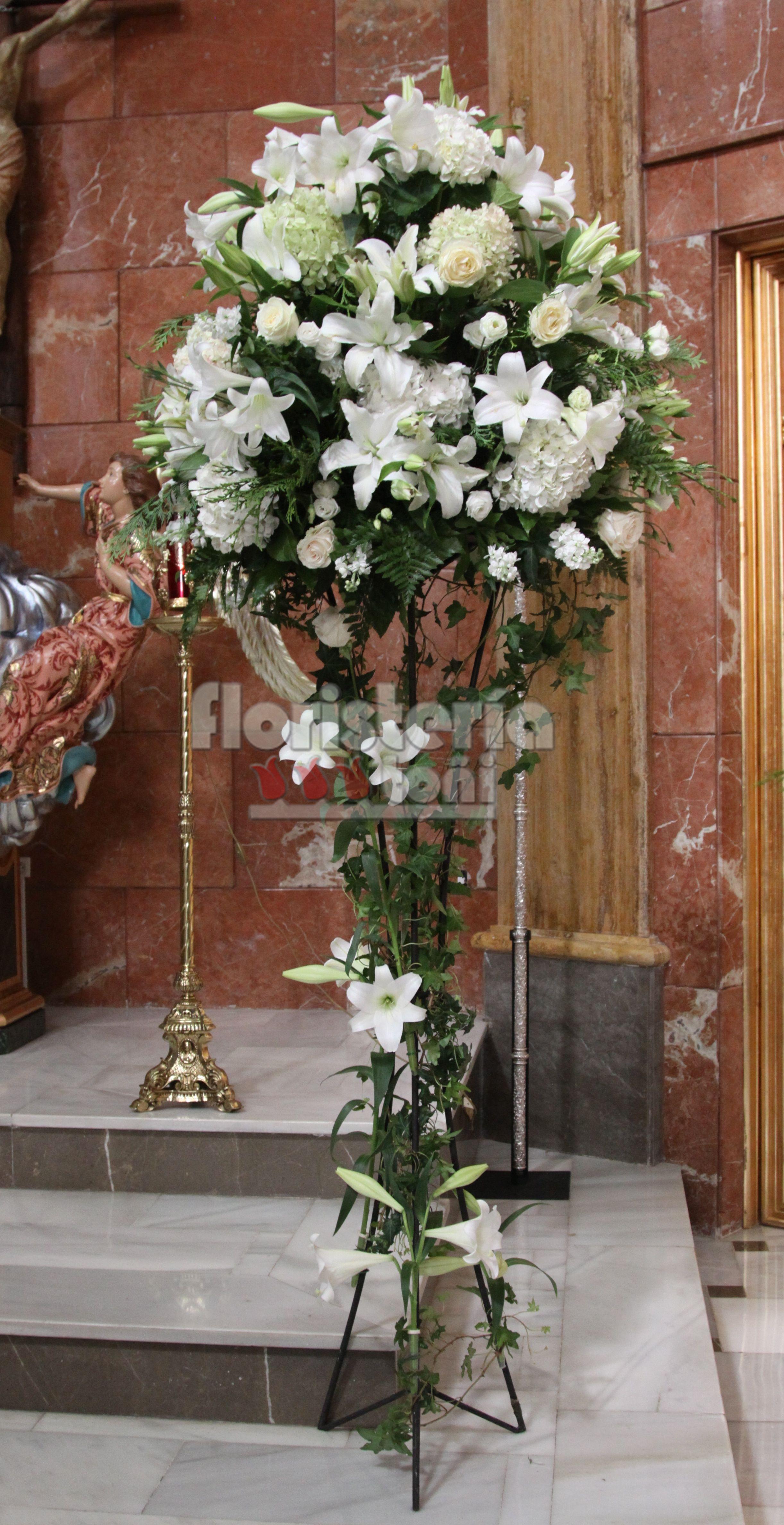 Estructura árbol Altar Con Hortensias Iglesias Arreglos