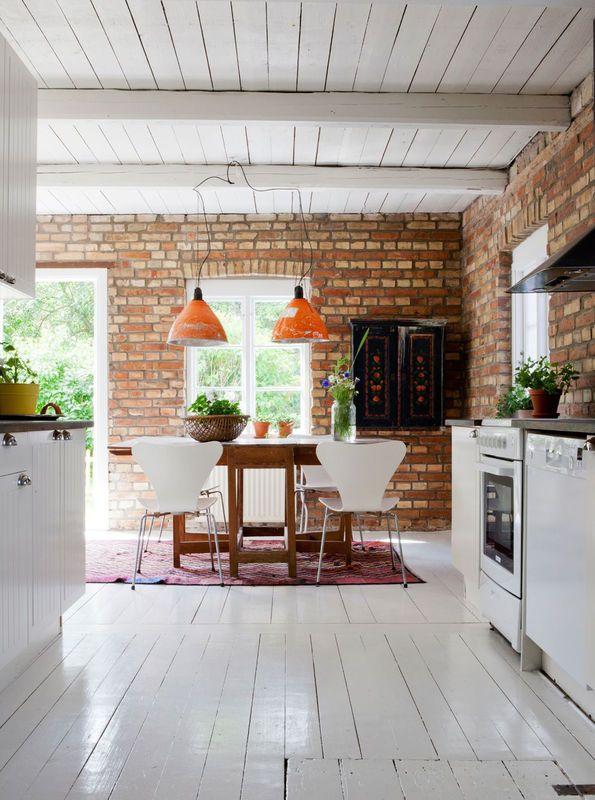 Biala Kuchnia Z Ceglana Sciana Kuchnia Styl Rustykalny Aranzacja I Wystroj Wnetrz Interior Design Kitchen Kitchen Interior Home Decor