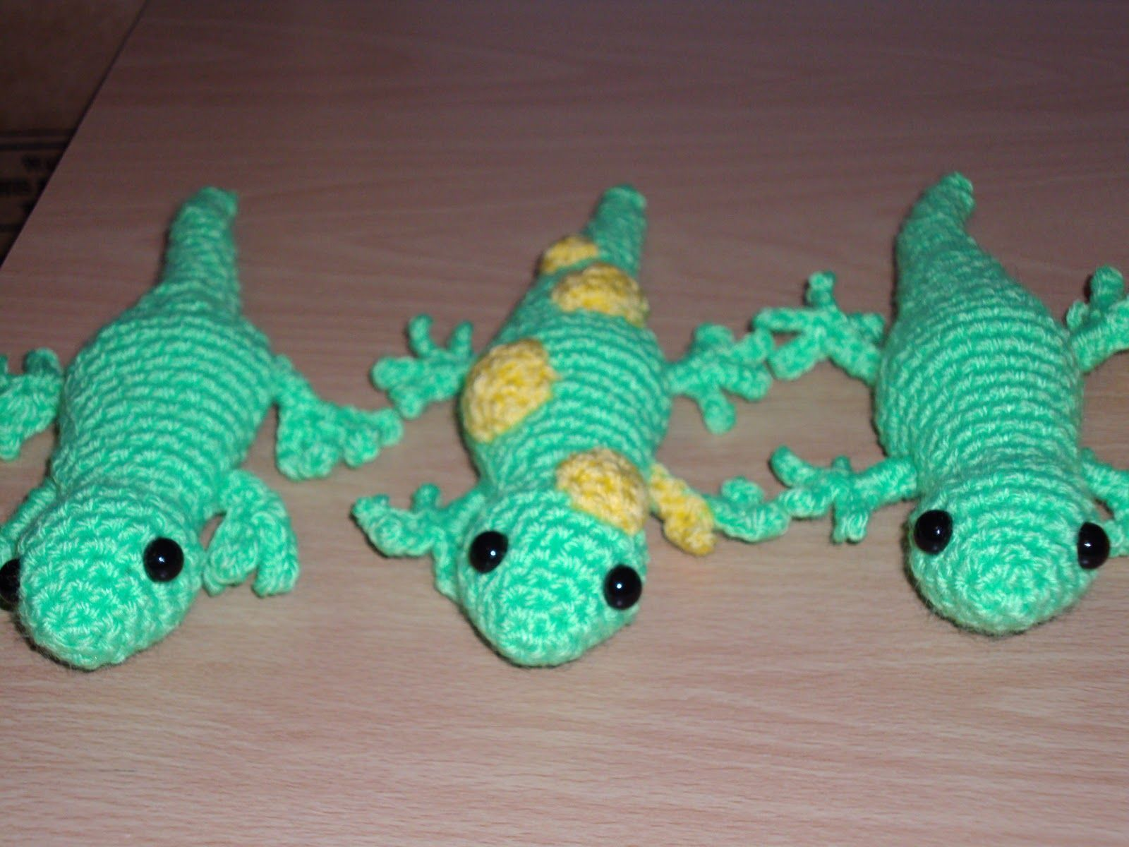free crochet lizard patterns | Fasten off. Fold leg in half ...