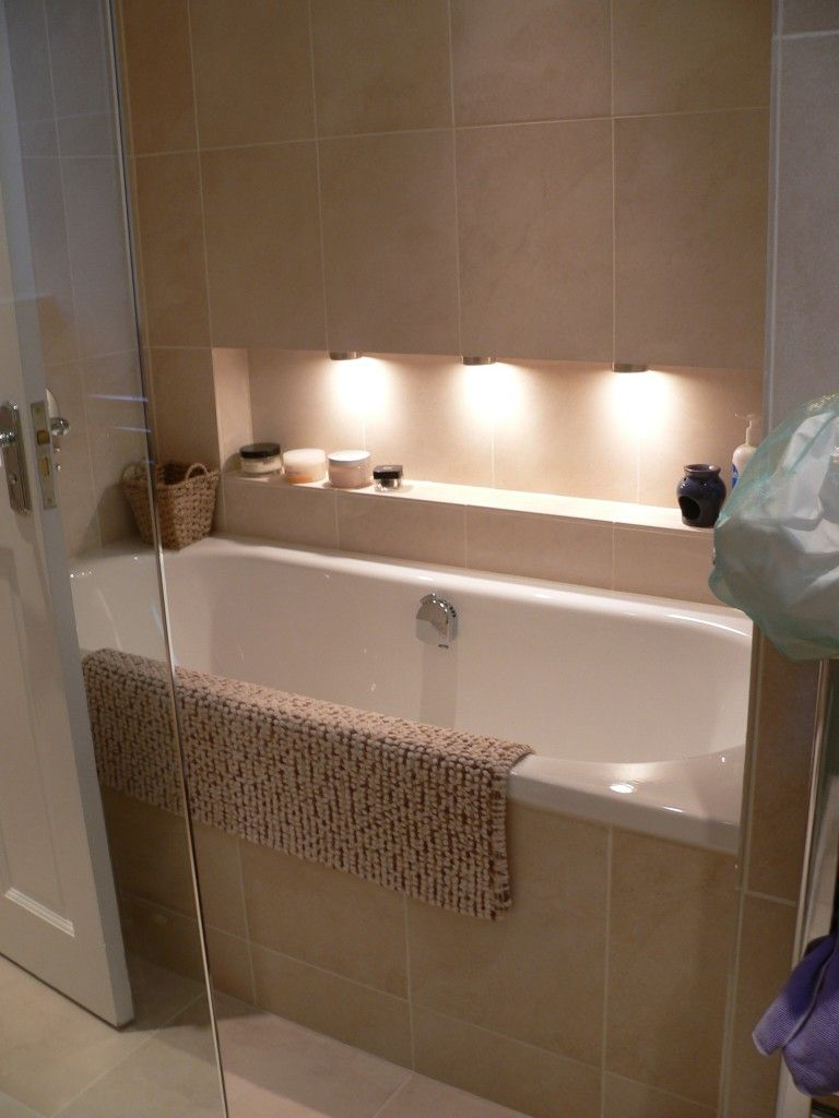 Bathroom in limestone with discreet lighting in addition to ceiling fixtures
