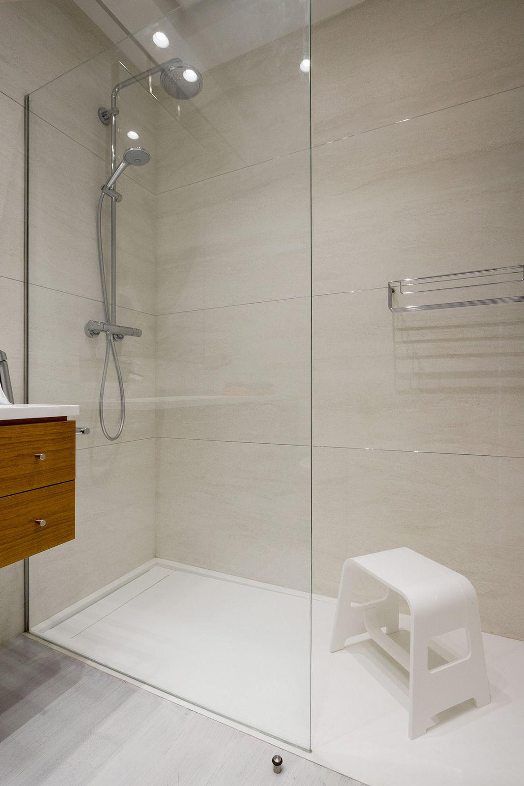 Encoba21 plato de ducha y taburete realizados en betacryl for Taburete de ducha