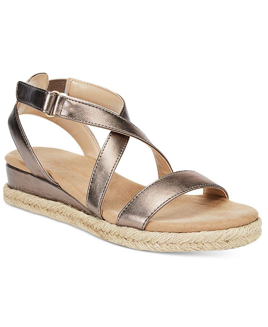 28017280894 Adrienne Vittadini Charlie Flat Sandals