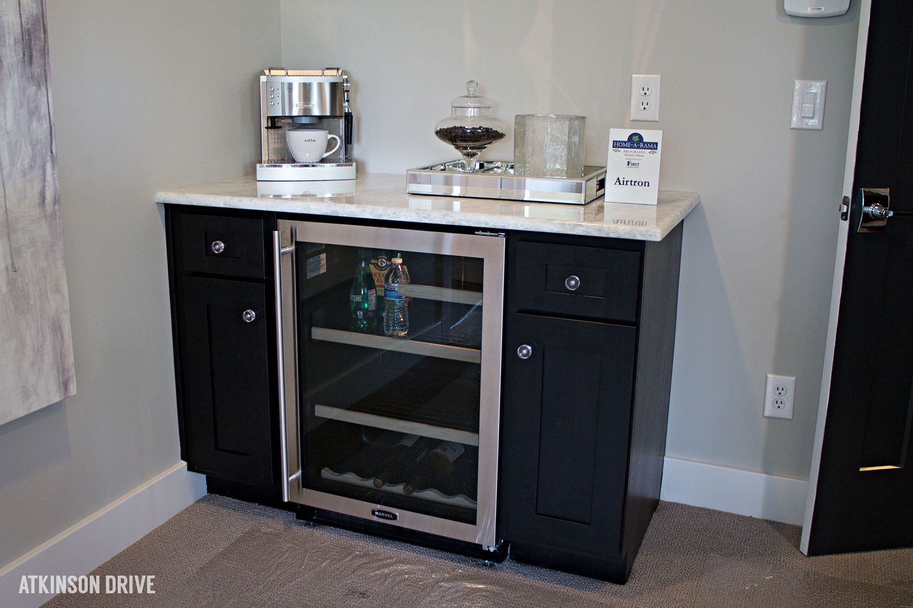 master bedroom coffee bar - Google Search | Mini Kitchen | Pinterest ...