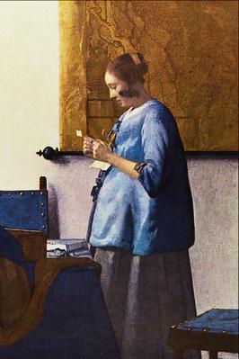 Brieflezende vrouw in het blauw