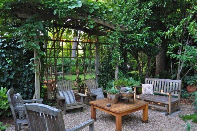 Terrasse Kies-rustikale Sessel-outdoor Ideen-pergola Holz ... Pergola Bepflanzen Kletterpflanzen