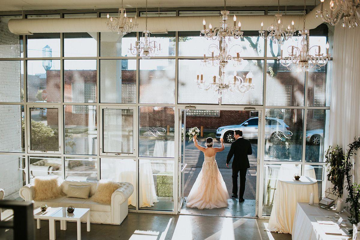 Chicago Aeree Loft In Room 1520 Wedding Reception Photos By Photographer Nakai Photography Yellow Orange Flowers W White Chiav