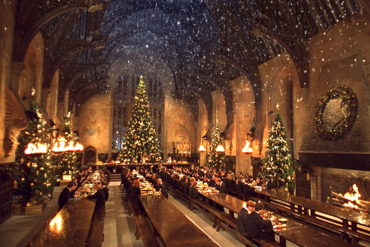 Set Your Zoom Background As One Of These 10 Awesome Tv And Film Sets The Latch In 2020 Harry Potter Background Harry Potter Wallpaper Harry Potter Christmas