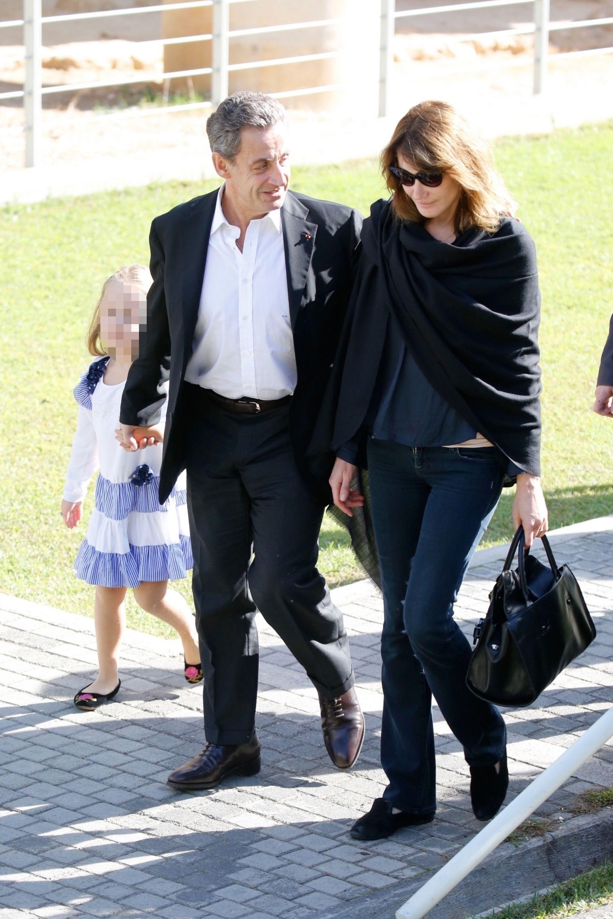 Carla Bruni Sarkozy Son Message D Amour A Nicolas Pour Son Anniversaire Carla Bruni Carla Bruni Sarkozy Vetements De Printemps