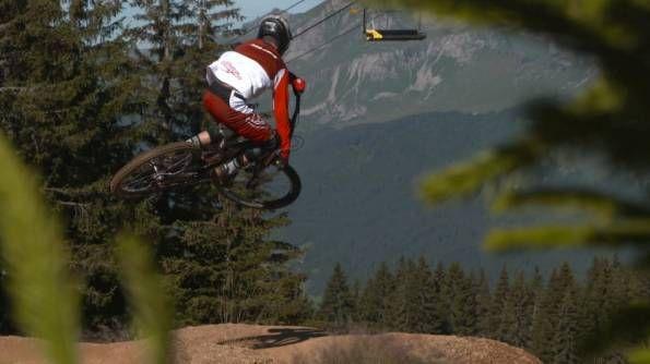 Gautier Jung | BMX Boys16 World Champion ride Downhill Bike - VIDEO - http://mountain-bike-review.net/mountain-bikes/gautier-jung-bmx-boys16-world-champion-ride-downhill-bike-video/ #mountainbike #mountain biking