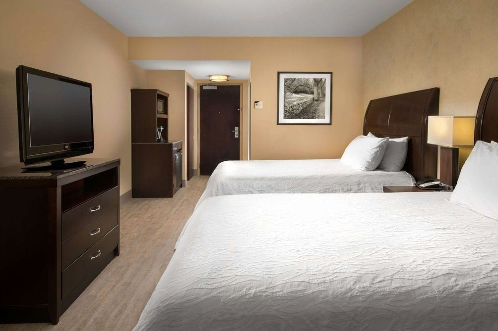 Bedroom Sofa In Front Of Bed Elegant Hilton Garden Inn Nashville Franklin Cool Springs 116 I 2i 5i 6i