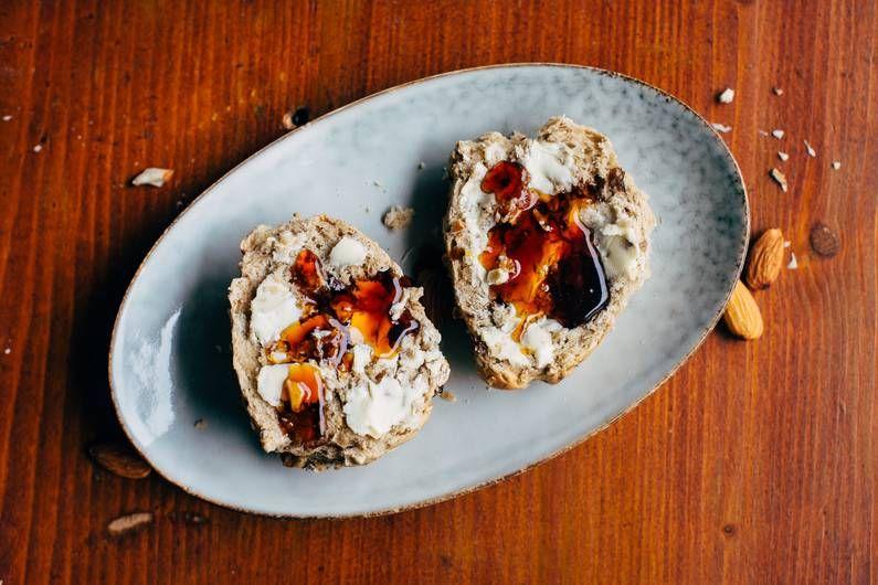 Wie wär's mit Müsli zum Frühstück? Oder doch lieber Brötchen? Die perfekte Lösung: selbstgebackene Müslibrötchen – Müsli und Brötchen in einem.