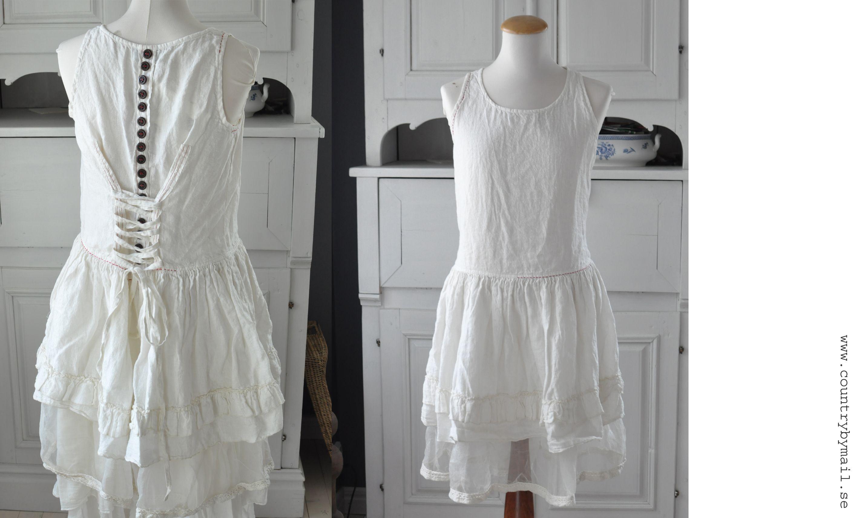 Robe avec boutons et laçage, Östebro, lin blanc et organza