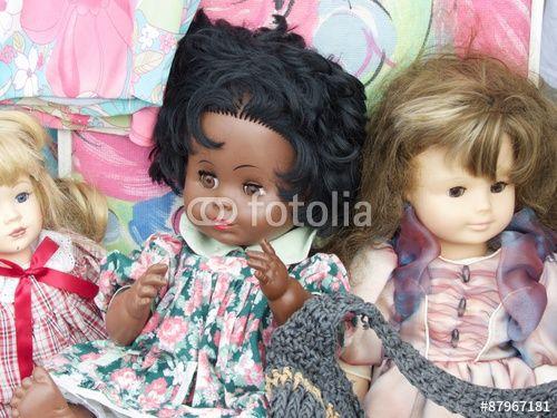 Alte Puppen für Kinder auf einem Flohmarkt in Wettenberg Krofdorf ...