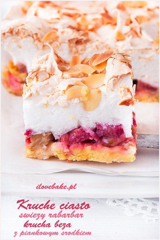 Kruche ciasto z rabarbarem i bezą is part of Rhubarb cake - Kruche z rabarbarem i bezą to najlepsze ciasto wiosenne jakie można było wymyślić  Ciasto kruche jest lekkie i stanowi doskonałą bazę pod rabarbar, natomiast beza jest chrupiąca z wierzchu