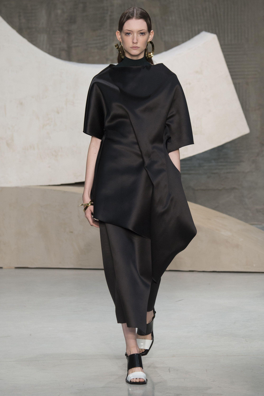 Marni Spring 2016 Ready-to-Wear Fashion Show | black is ...