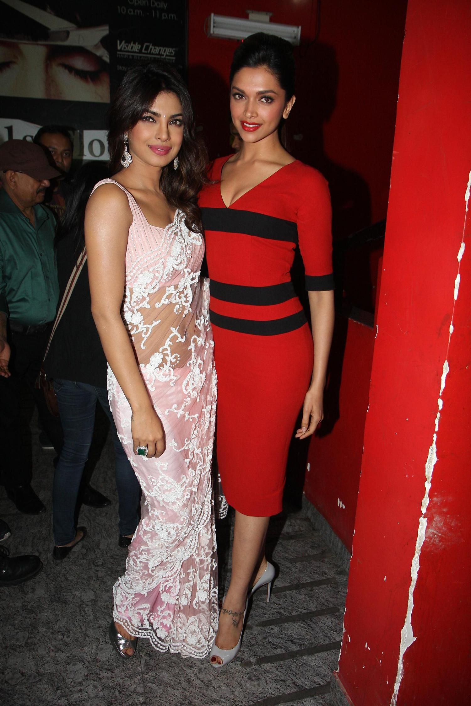 Priyanka Chopra Deepika Padukone Bollywood Girls Priyanka Chopra Wedding Priyanka Chopra