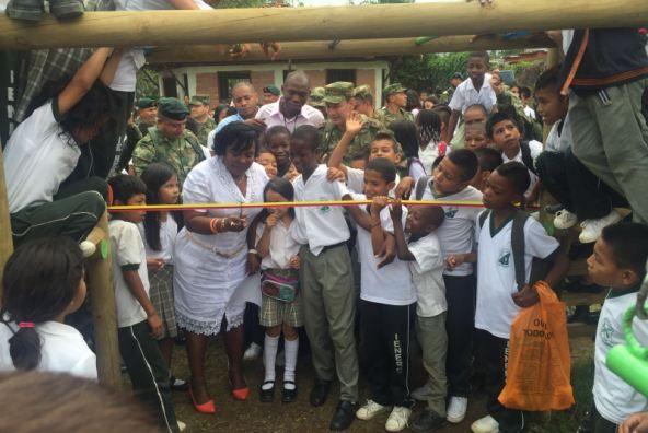 Ejército afianza lazos de cooperación social y académica con la comunidad de Caloto Cauca