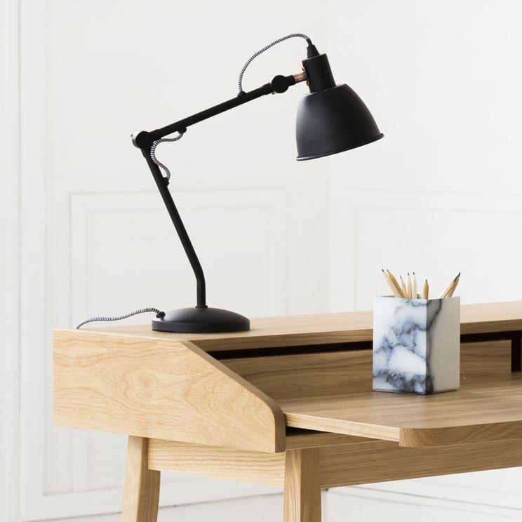 Flex Est Une Lampe De Bureau De Couleur Noir Mat En Metal Au Style