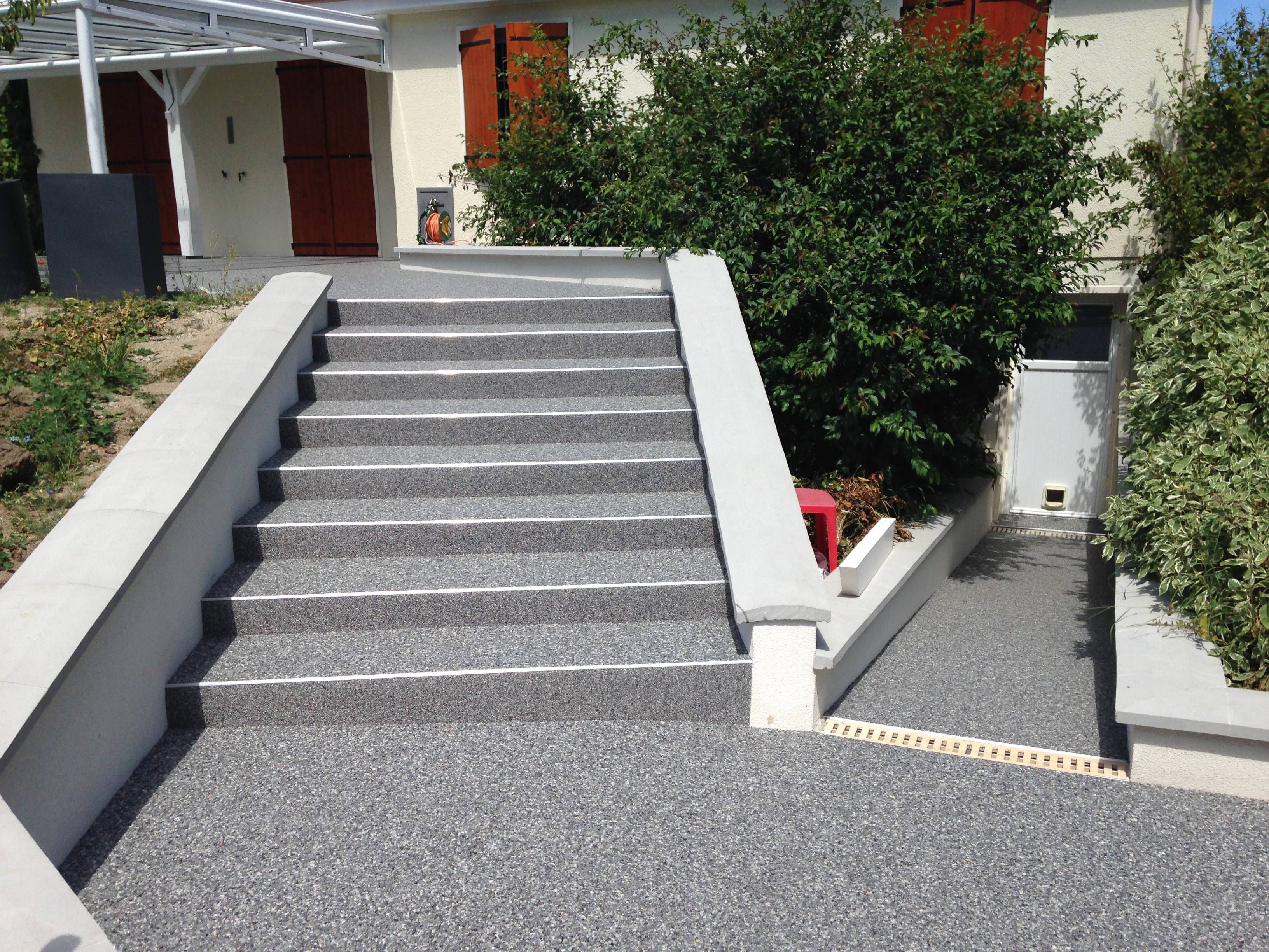 Revetement Escalier Exterieur 10 Revetements De Sol En Resine Faites Vous Votre Propre En 2020 Revetement Escalier Escalier Exterieur Escalier