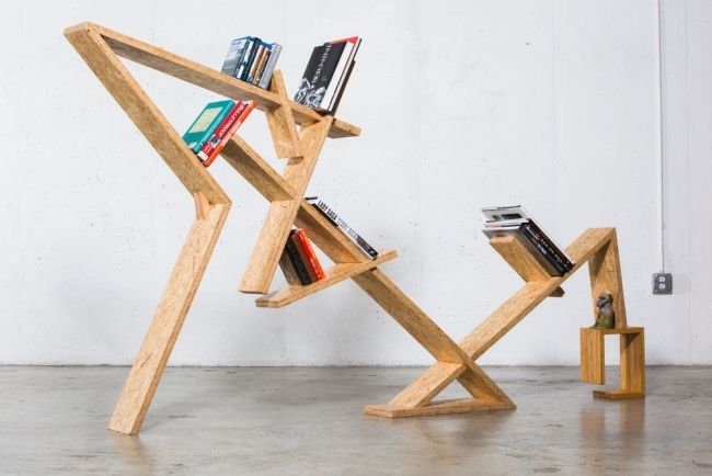Designer Bücherregal Aus OSB Platten Mit Asymmetrischer Form