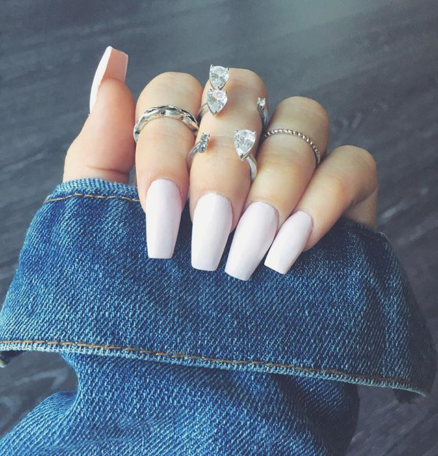 """Fresh set 💅🏻🐱 Opi """"Let's be friends"""" Thanks @bittersweetbabe 😇 #nailswag"""
