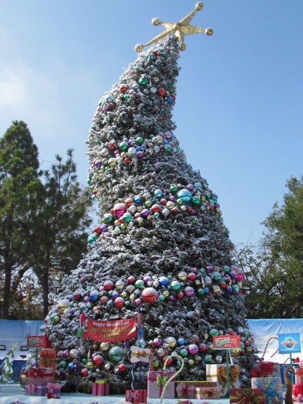 grinchmas at universal studios hollywood would love this tree at my houseyard - When Does Universal Studios Hollywood Decorate For Christmas