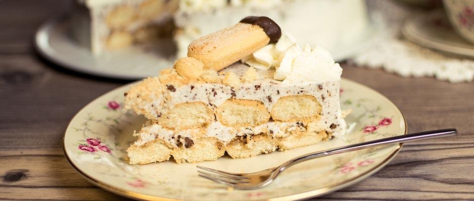 Löffelbiskuit-Torte mit einer leckeren Stracciatella Creme - ohne Backen #löffelbiskuitrezept Loeffelbiskuit-Torte #löffelbiskuitrezept