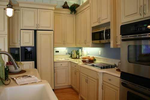 Elegantes Und Ruhiges Design Kleine Küche Mit solchen rechten ...