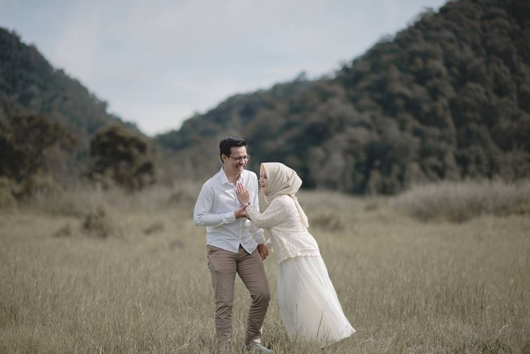 Pin By Intany Pamella On Prewedding In 2019 Wedding Photos