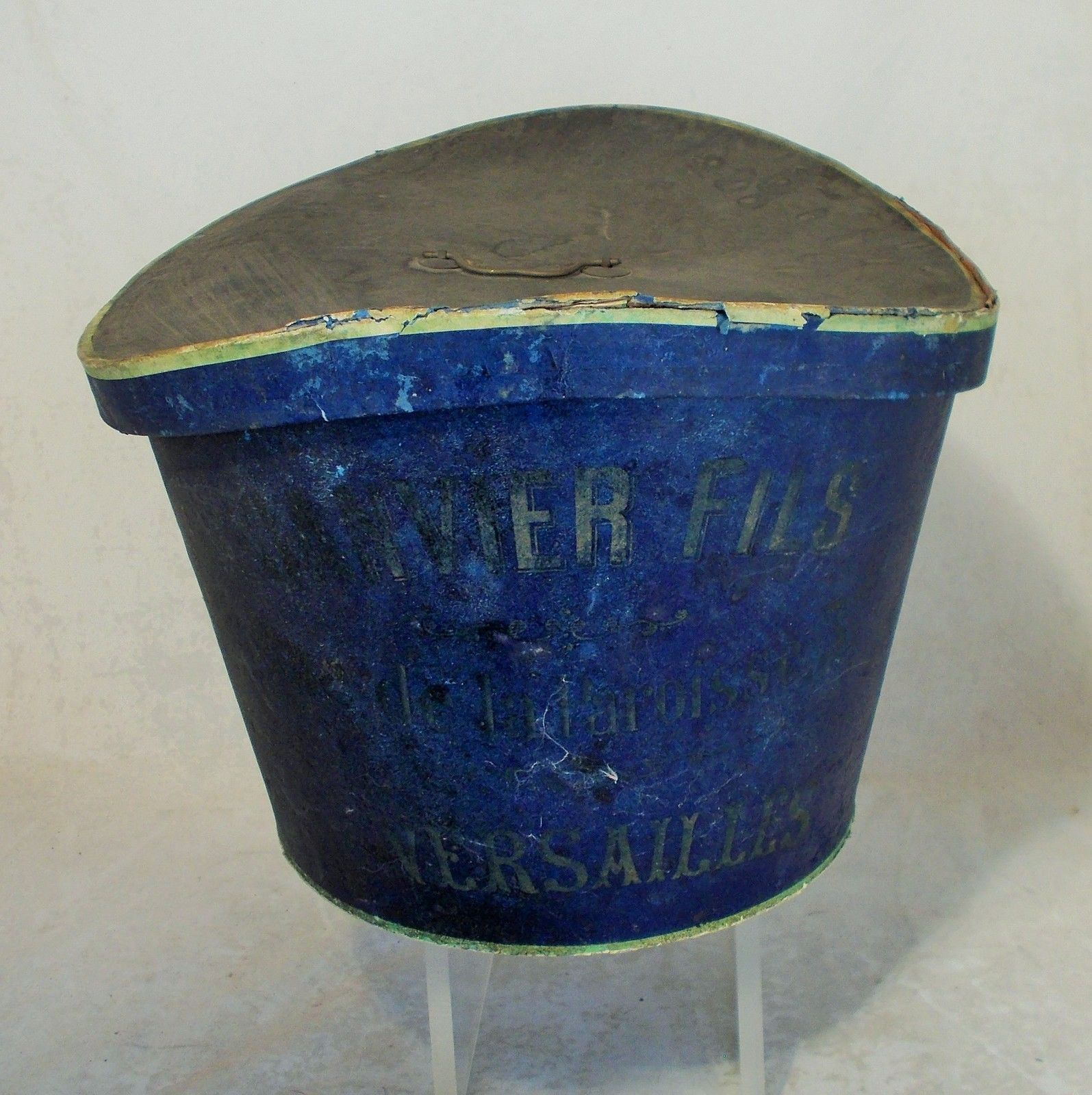 FABULOUS FRENCH ANTIQUE COLLAPSIBLE SILK TOP HAT WITH SUPERB BOX PARIS FIND