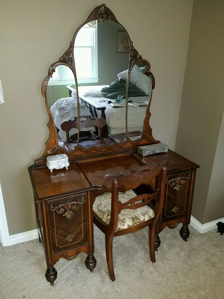 Antique Vanity Dresser Art Deco Triple Mirror 1920 S Original Not Reproduction Artdeco Antique Vanity Antique Bedroom Set Vintage Bathroom Vanities