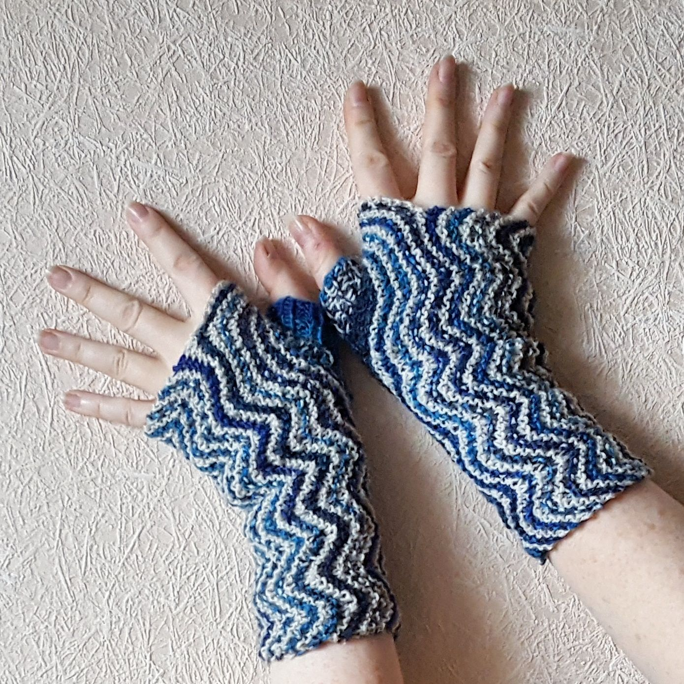 Helgoland Mitts - free knitting pattern by Knitting and so on ...
