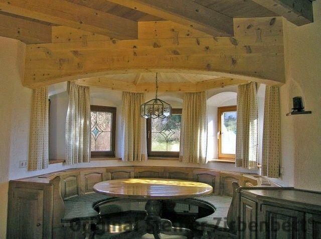 Erker komplett aus zirbenholz geschwungene sitzbank und zimmerdecke zirbenholz zimmerdecken - Moderne zimmerdecken ...