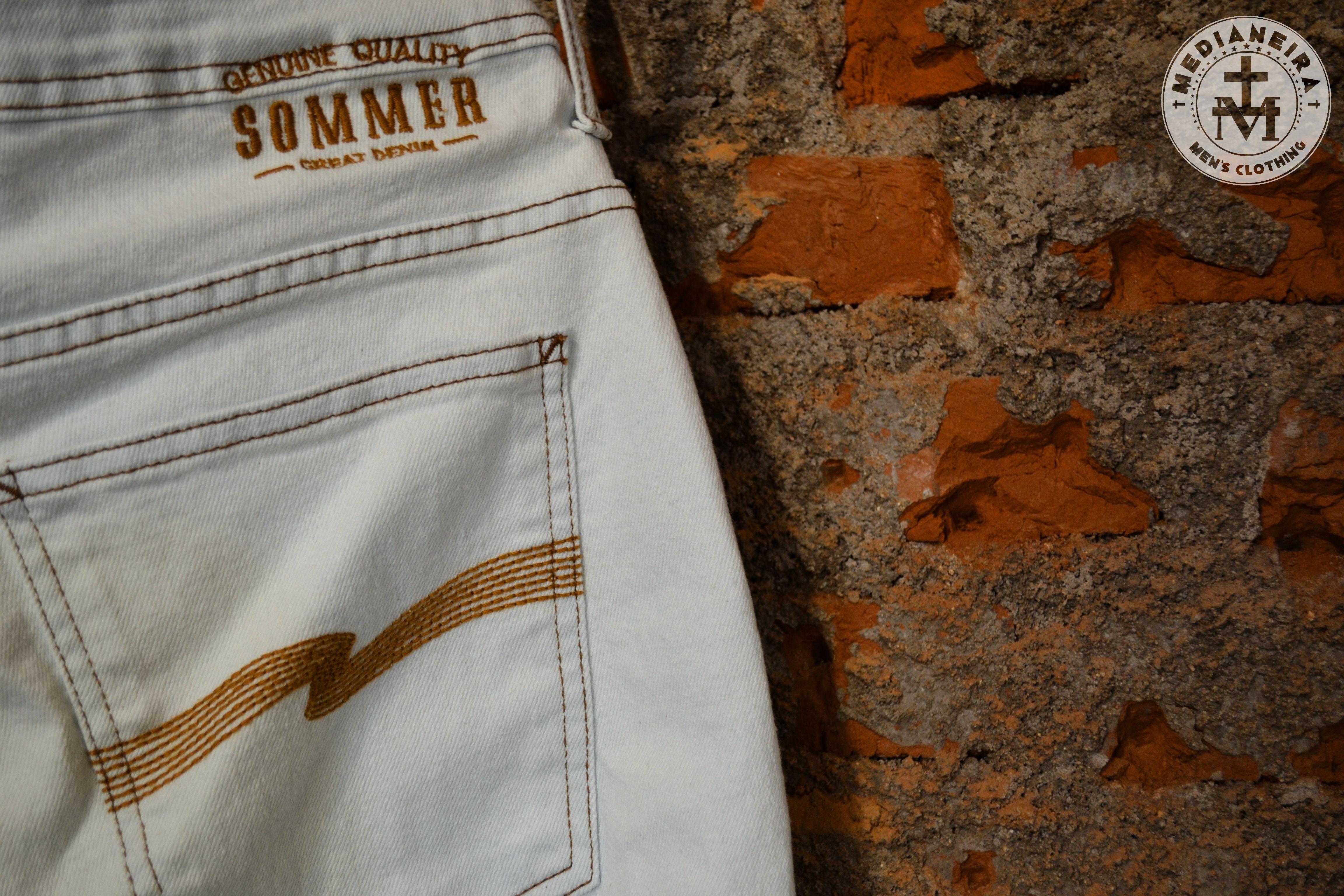 Chegando novidade em jeans da Sommer!  O dia de hoje com o céu brilhando é um dia perfeito para usar esse All Jeans da Sommer!  Nosso horário de atendimento é das 14h até as NOVE DA NOITE!!  Horário diferenciado para atender você que também é diferenciado!  #UseMedianeira