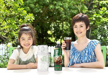 たっぷりのコーヒー豆から淹れた 〈ブレンディ〉ボトルコーヒーの新TVCM 「水まき」編がスタート! AGF