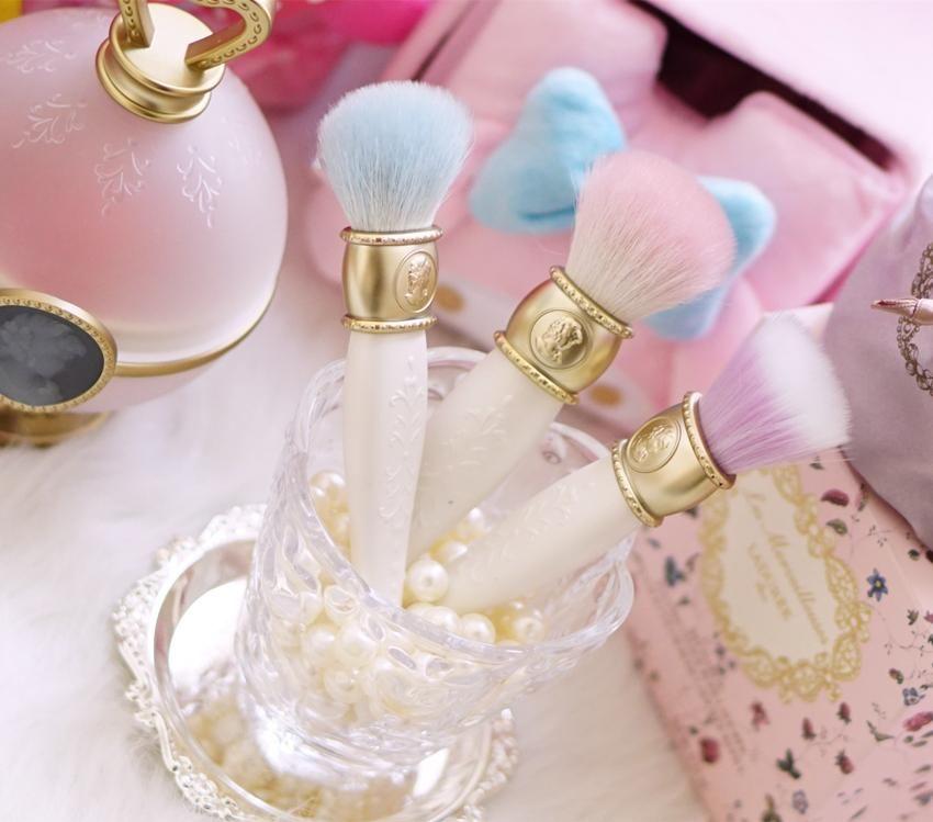 Laduree Les Merveilleuses Makeup Brushes 3 Style Face Cosmetics Blending Powder Blush Foundation Contour Make Up Brush Online Makeup Professional Makeup Artist Contour Makeup Makeup Brush Set Professional Makeup Brushes
