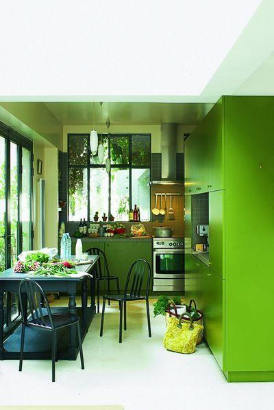 Couleur dans la cuisine osez le vert pomme vert gazon for Peinture mur vert