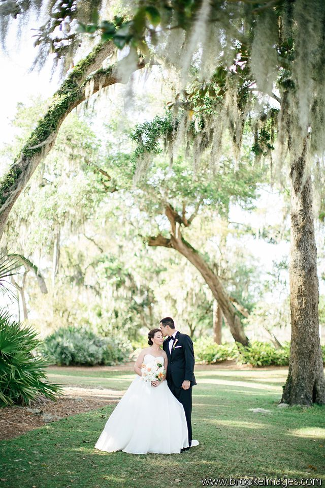 Breathtaking photo of the newlyweds on The PLAYERS Stadium Course. || Photo: http://www.brookeimages.com/