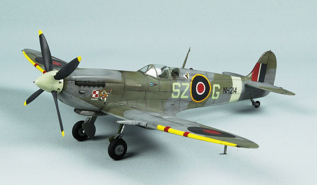 Supermarine Spitfire Ix Polish Volunteer 1 48 Scale Model Airplanes Scale Models Model Planes