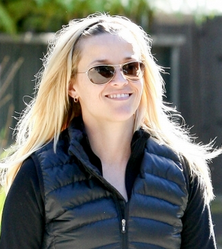 19824d7d6e8 Reese Withersppon wearing Maui Jim Baby Beach sunglasses in Boca Raton  Florida